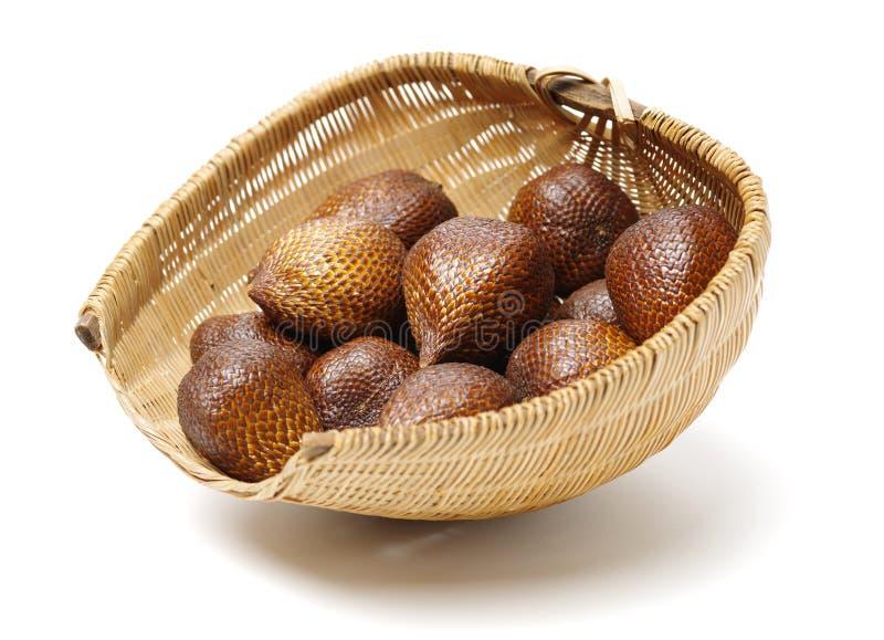 Alocal frukt som är infödd i indonesia och Malaysia som någon gång är bekanta som ormfrukter arkivbilder