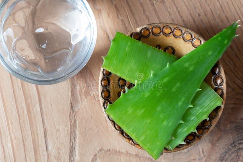Aloesu Vera gel i świeża aloesu Vera roślina zdjęcia stock