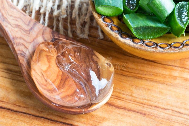 Aloesu Vera gel Vera i pokrojony aloes leaf zdjęcia royalty free