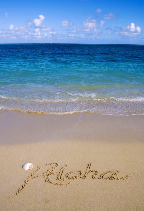 Aloha é escrito na areia fotos de stock