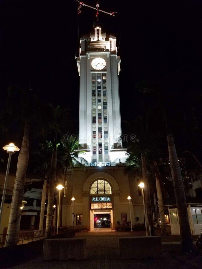 Aloha Tower på natten fotografering för bildbyråer