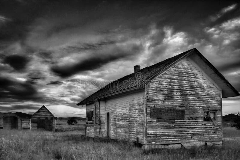 Alojamento abandonado da exploração agrícola na anaconda rural, Montana United States foto de stock