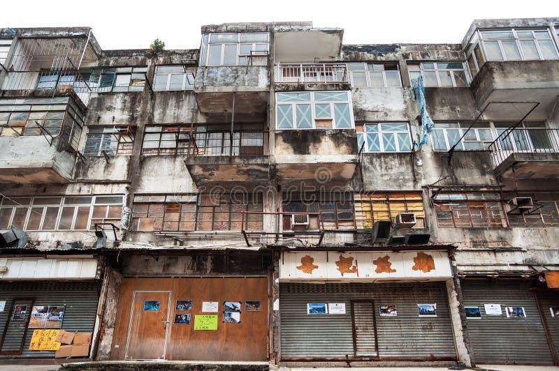Alojamento abandonado no distrito do Tong de Kwun de Hong Kong fotografia de stock