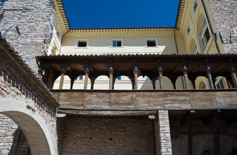Alojamento de madeira. Palácio de Urbani. Spello. Úmbria. imagem de stock royalty free