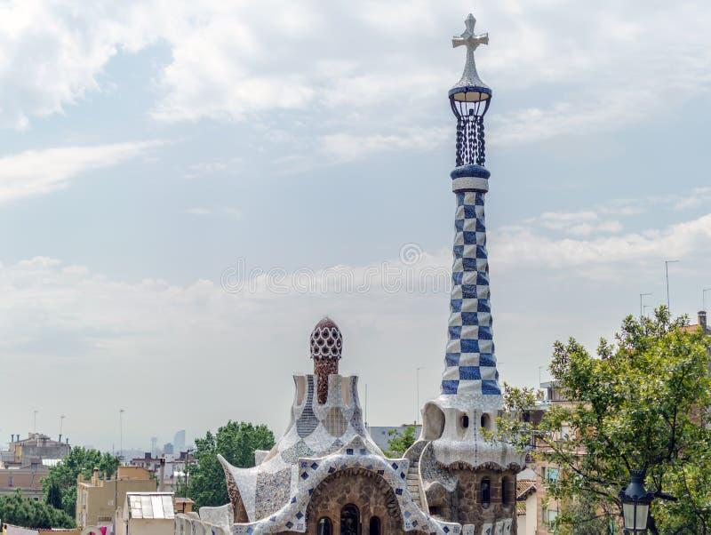 Alojamento do pão-de-espécie do conto de fadas no parque Guell, Barcelona fotos de stock