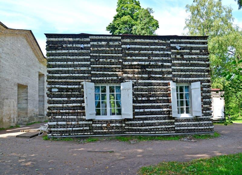 Alojamento do vidoeiro no parque do palácio de Gatchina fotografia de stock royalty free