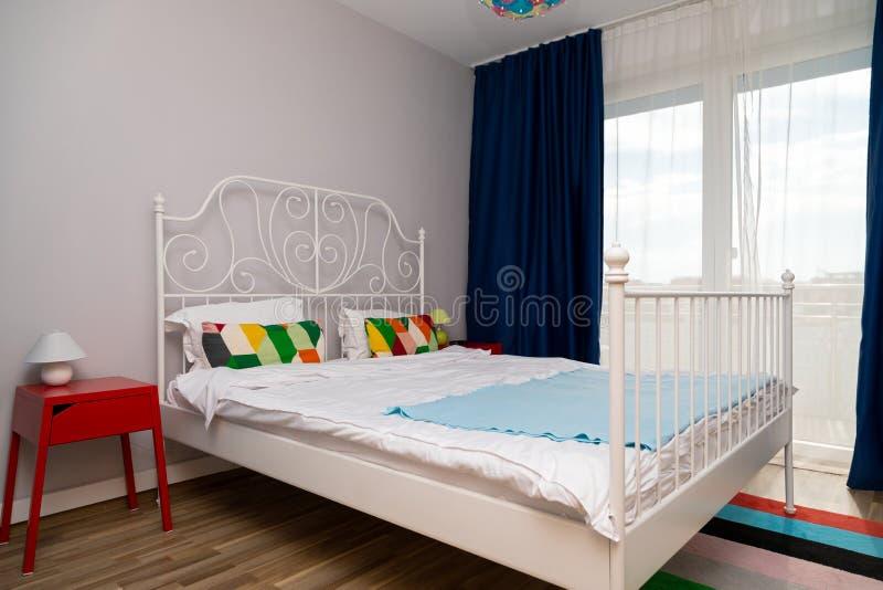 Alojamiento acogedor colorido fotos de archivo