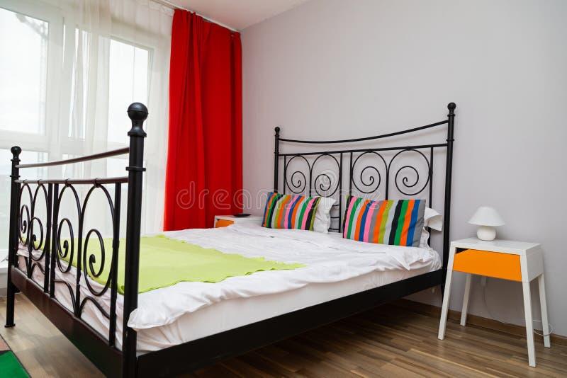 Alojamiento acogedor colorido imagen de archivo