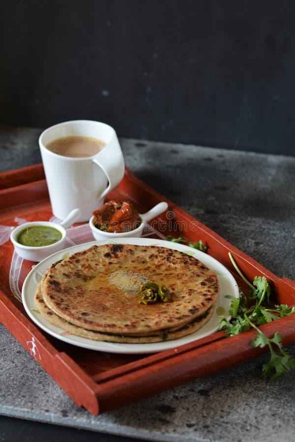Aloo Paratha/印地安人被充塞的土豆小面包干 库存图片