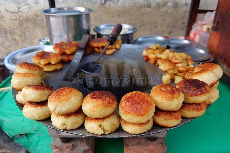 Aloo tikki油煎的土豆炸肉排 免版税库存图片