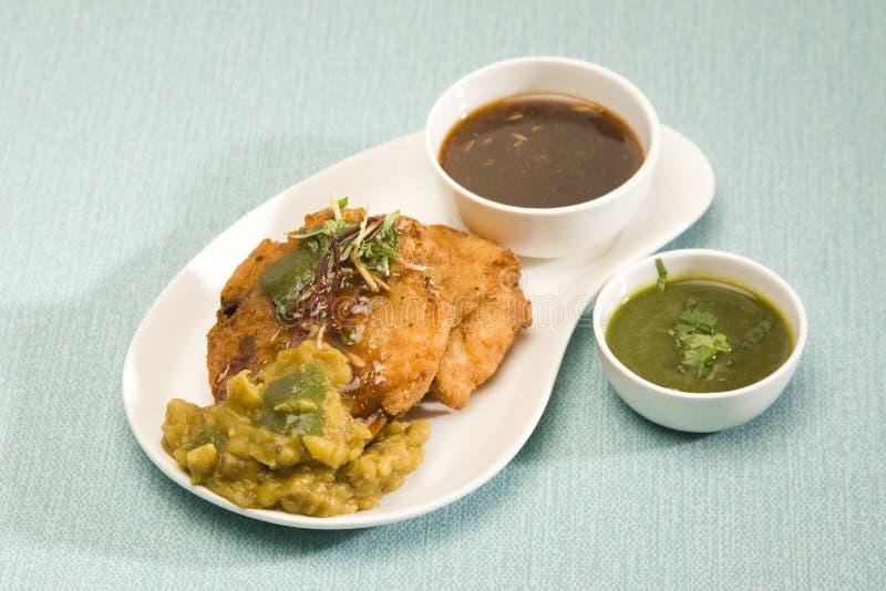 Aloo Tikki oder Fried Potato Balls oder Chaat lizenzfreies stockfoto
