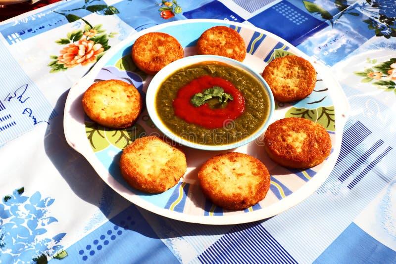 Aloo Tikki oder Fried Potato Patties lizenzfreie stockbilder