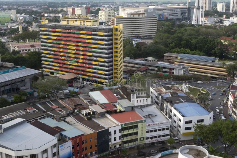 ALOR SETAR, MALÁSIA, O 9 DE JANEIRO DE 2018: Arquiteturas da cidade da vista aérea da cidade de Alor Setar situadas em Malásia pe foto de stock royalty free