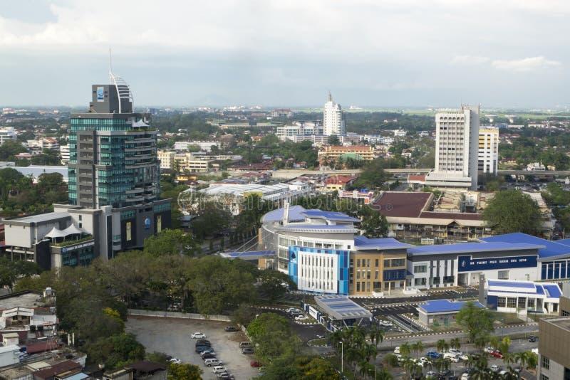 ALOR SETAR, MALASIA, EL 9 DE ENERO DE 2018: Paisajes urbanos de la visión aérea de la ciudad de Alor Setar situados en Malasia pe imagen de archivo