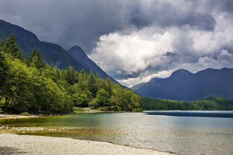 Alouette jezioro w Złotym ucho prowincjonału parku, Brytyjski Columb obrazy stock
