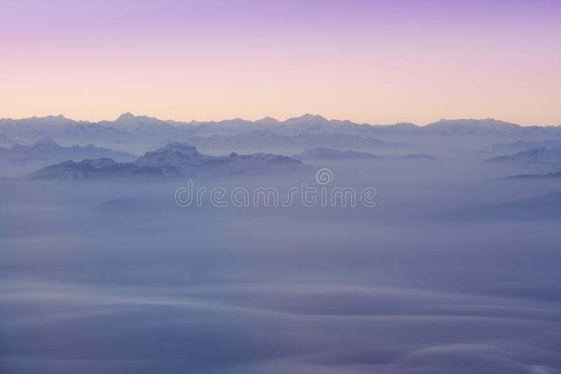 alp nakrywający szczytów śnieg obrazy stock