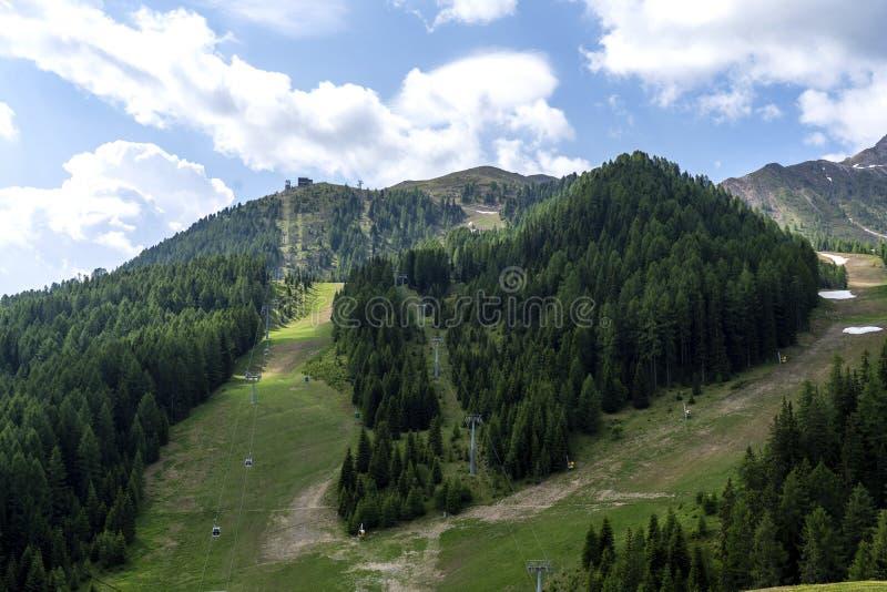 Alpe Lusia, dolomías, montañas, Italia Mountain View hermoso Paisaje de la montaña del verano en di val Fassa, dolomías italianas imagen de archivo libre de regalías