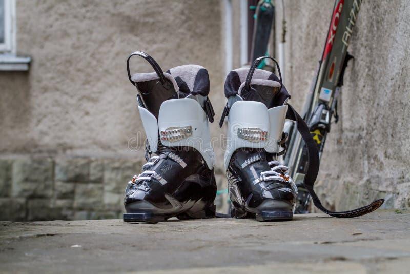 Alpejscy narciarscy buty obraz stock
