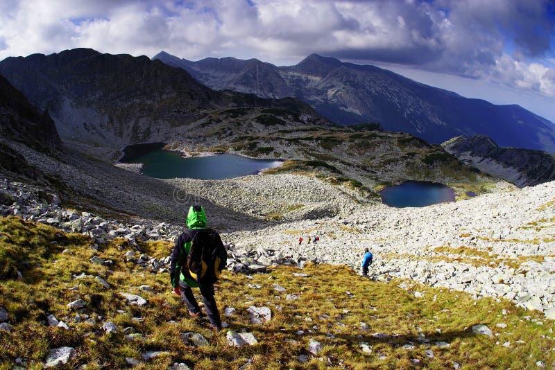 Alpejscy trekkers w parku narodowym Retezat zdjęcie stock