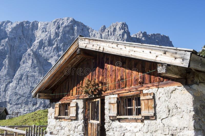 Alpejska buda zdjęcia royalty free