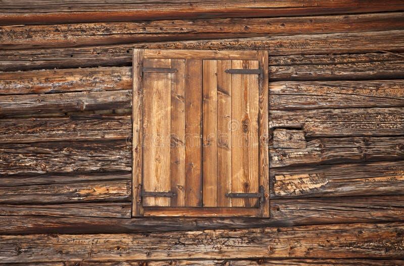 Alpejski drewniany okno fotografia royalty free