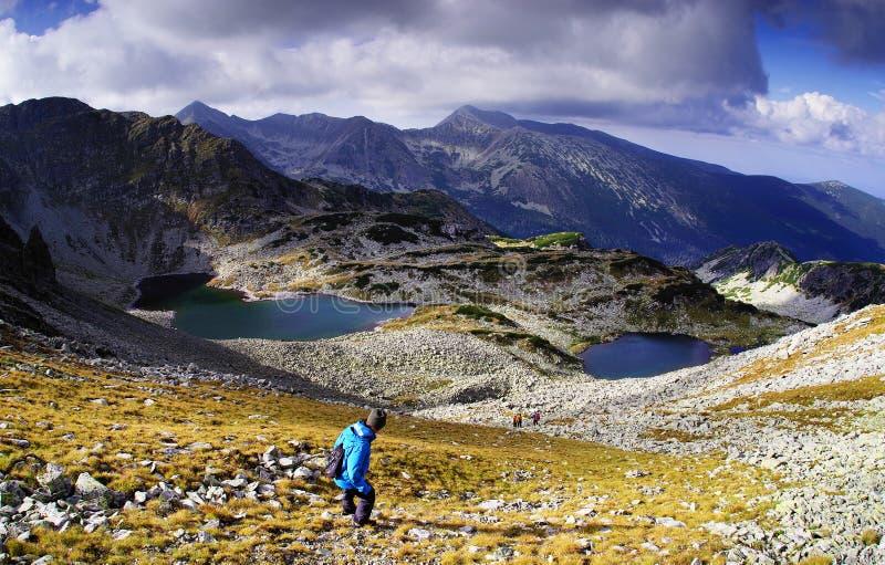 Alpejski trekker w parku narodowym Retezat zdjęcia stock