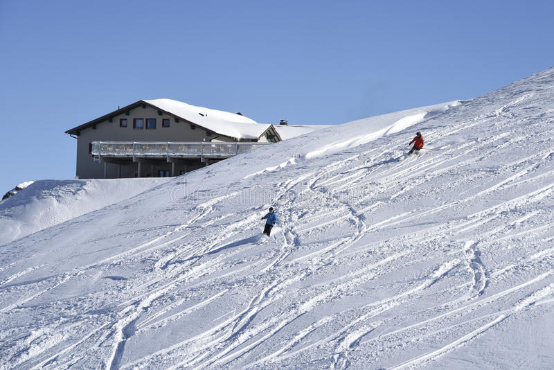 Alpejskiego narciarstwa outside przygotowany piste fotografia stock