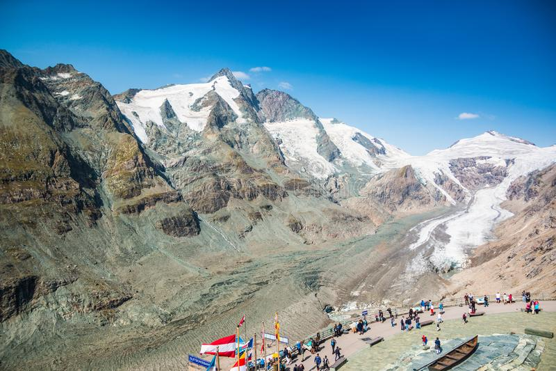 ALPEN, ÖSTERREICH - 27 08 2017: Ansicht von Pasterze-Gletscher und von Grossglockner-Berg in Nationalpark Hohe Tauern stockbild