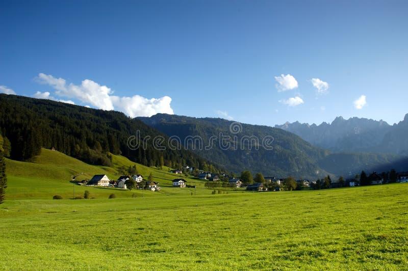 alpen byn arkivfoto