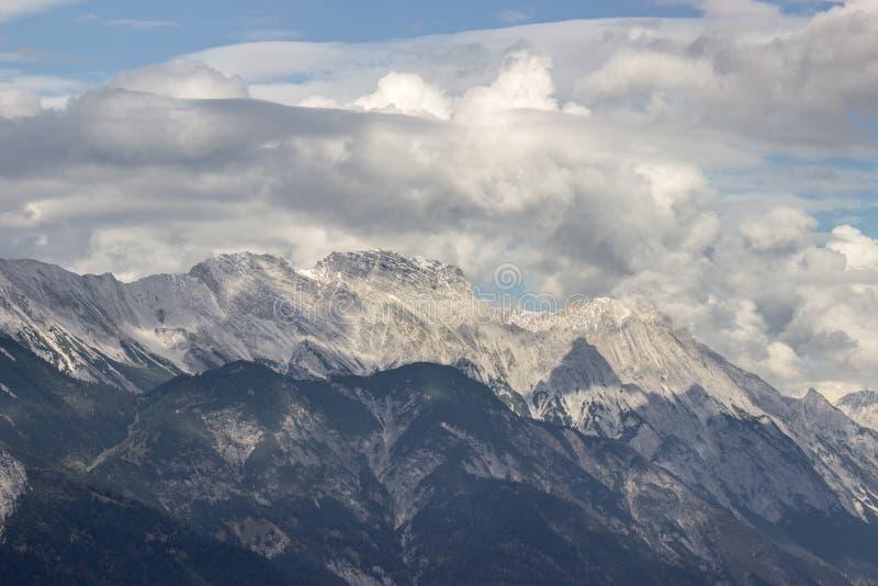 Alpen-Gebirgslandschaft stockfotos