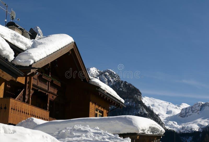 alpen hus arkivfoto
