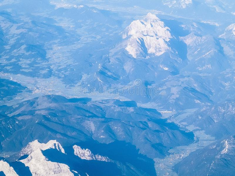 Alpen van het vliegtuigvenster stock afbeeldingen