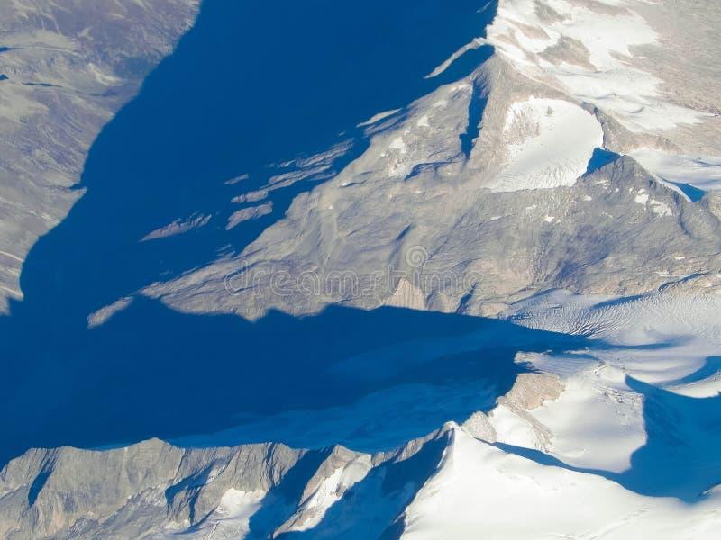 Alpen van het vliegtuigvenster stock foto's