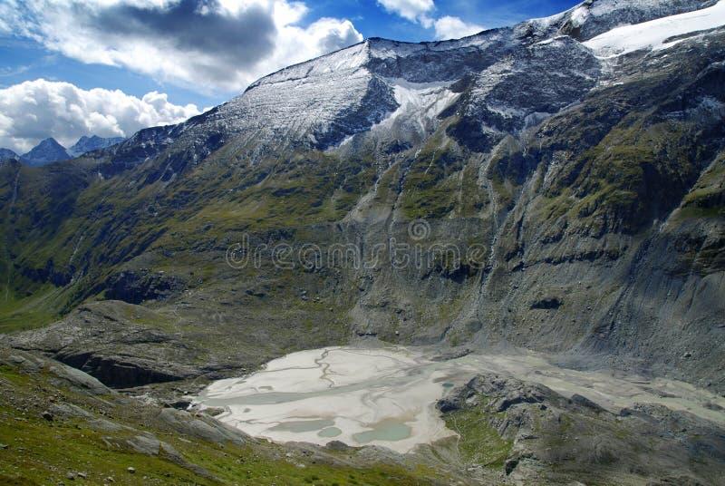 Alpengletschersee stockfotografie