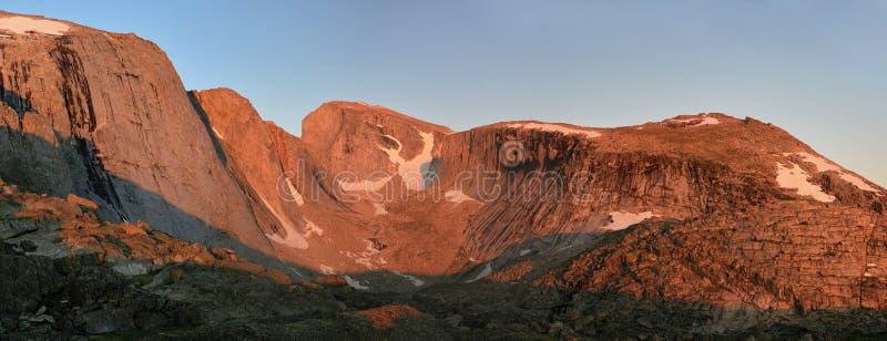 alpenglow峭壁 免版税库存照片