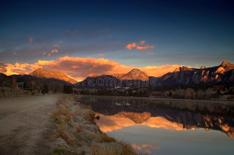 Alpenglow Sonnenaufgang in Kolorado. lizenzfreies stockfoto
