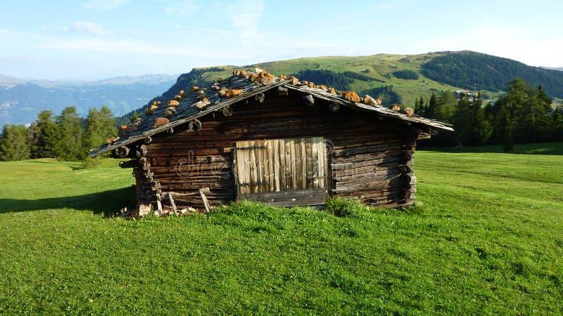 Alpenhütte lizenzfreie stockfotografie