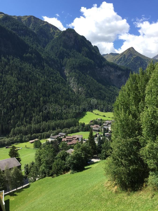 Alpenvallei royalty-vrije stock afbeeldingen