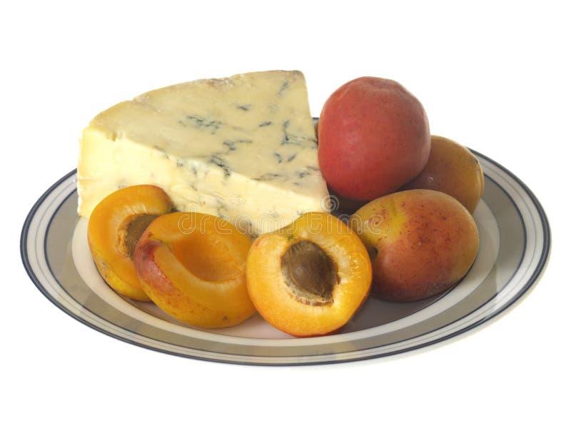 Download Alperces com queijo azul imagem de stock. Imagem de branco - 26501077