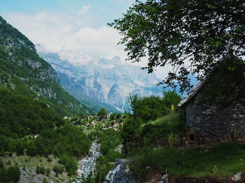 Alpes albanais image libre de droits