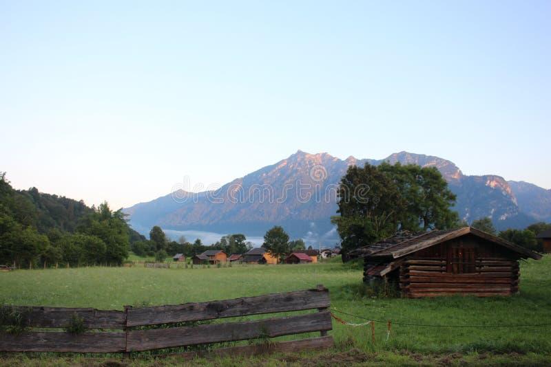 Alpes allemands merveilleux tôt le matin photographie stock