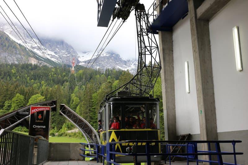 Alpes allemands pendant l'été images stock
