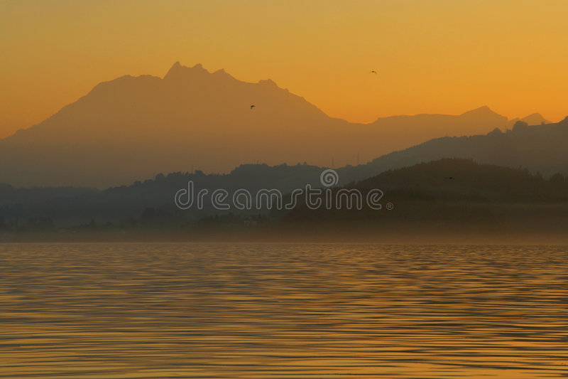 Alpes crepusculares fotos de stock royalty free