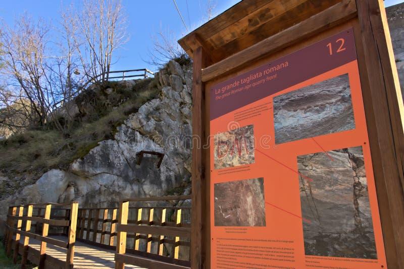 Alpes d'Apuan, Carrare, Toscane, Italie 28 mars 2019 Carrière antique du marbre blanc de la période romaine images stock