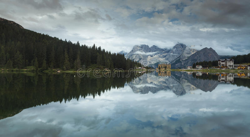 alpes de dolomite lac misurina photo stock image 57873289. Black Bedroom Furniture Sets. Home Design Ideas