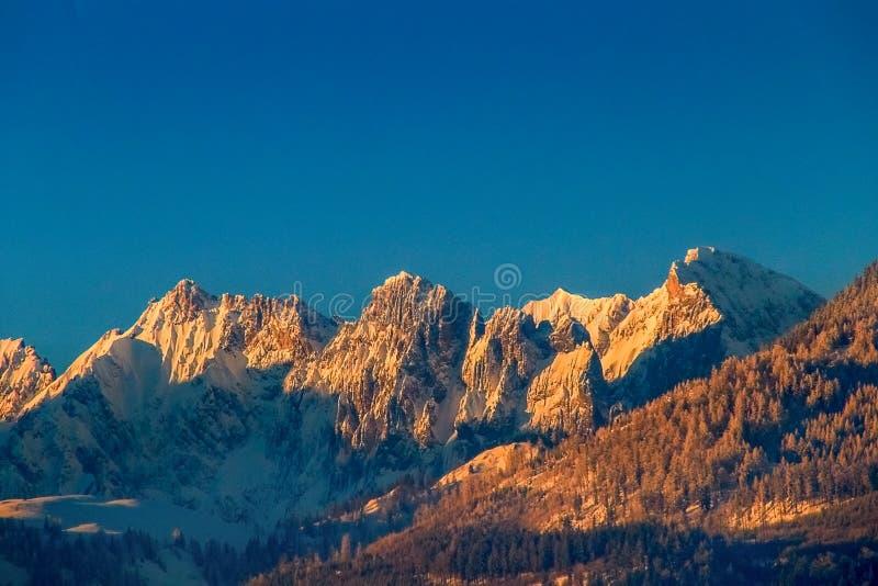 Alpes de montagnes de Kaiser, empereur sauvage dans le soleil de soirée photographie stock libre de droits
