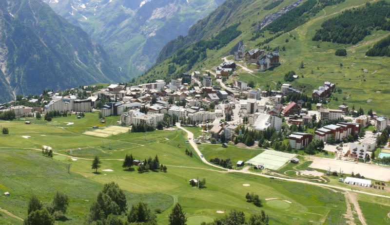 Download Alpes deux les zdjęcie stock. Obraz złożonej z osadnik - 13001498