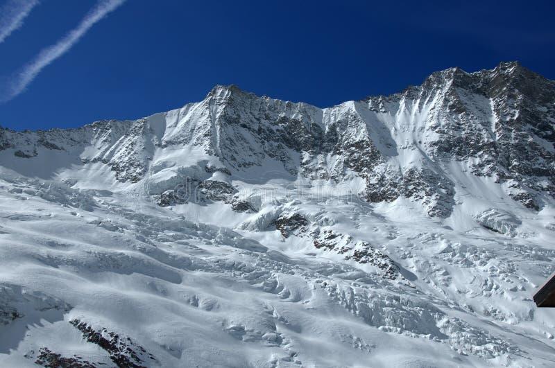 Alpes suíços: Taschhorn e DOM imagem de stock