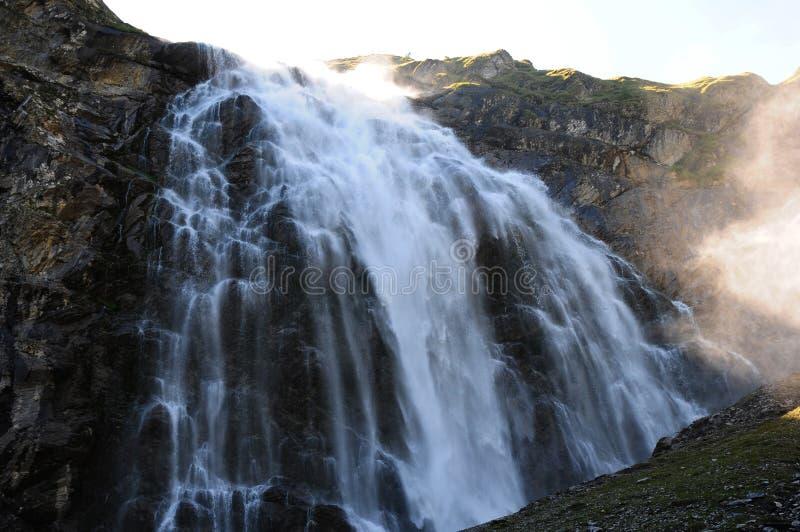 Alpes suisses ; La cascade sur Engligstenalp dans le Bernese Oberland image stock