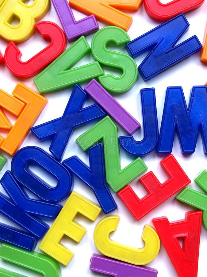 Alphabet bezeichnet Spielwaren mit Buchstaben lizenzfreie stockfotos